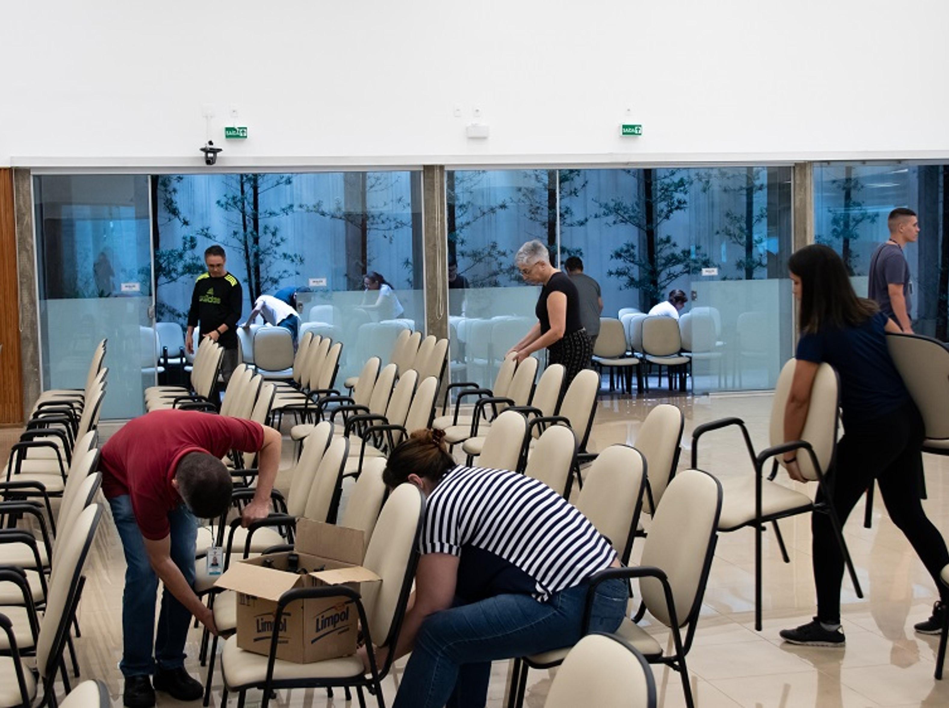 Colaboradores fazem dedicação de limpeza na Sede Central da IMMB