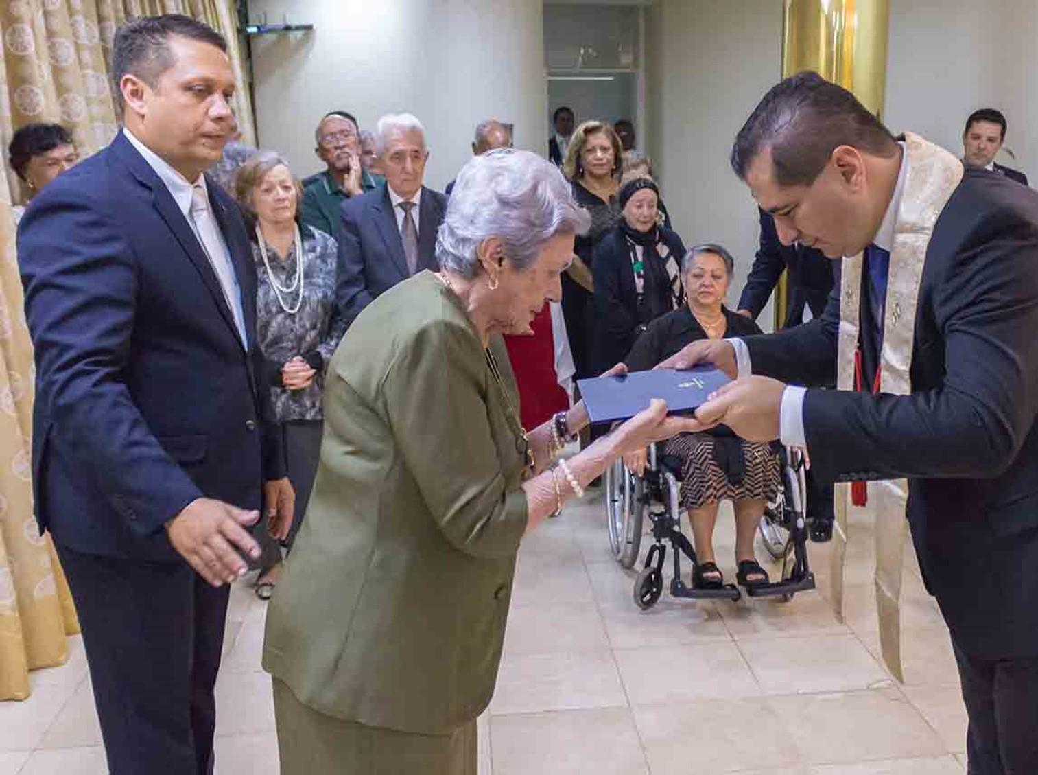 Sorei Saishi da igreja Brasília entrega certificados de Culto Perpétuo